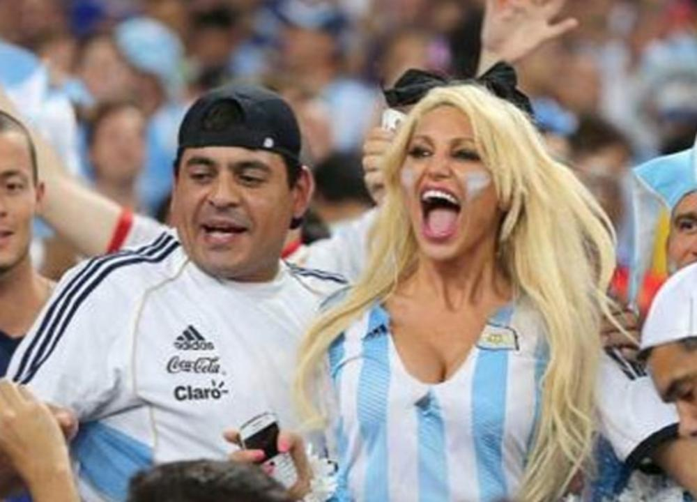 Vicky-Xipolitakis-Hot-Greek-Argentinian-Model-World-Cup-2014-Kanoni-3
