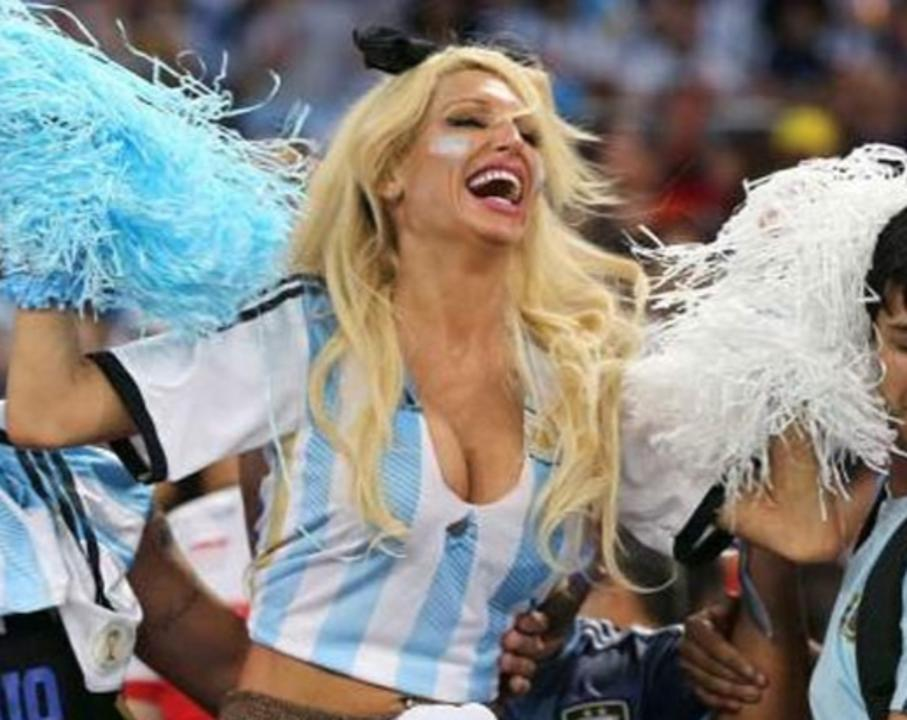 Vicky-Xipolitakis-Hot-Greek-Argentinian-Model-World-Cup-2014-Kanoni-4