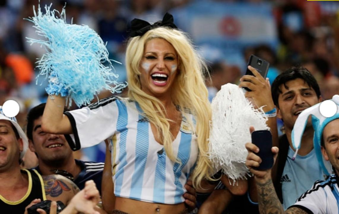 Vicky-Xipolitakis-Hot-Greek-Argentinian-Model-World-Cup-2014-Kanoni-6