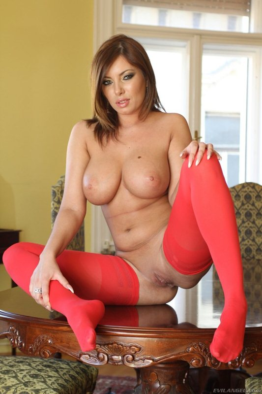 donna-bell-hot-in-red-kanoni-10