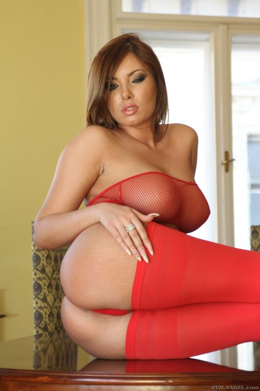 donna-bell-hot-in-red-kanoni-8
