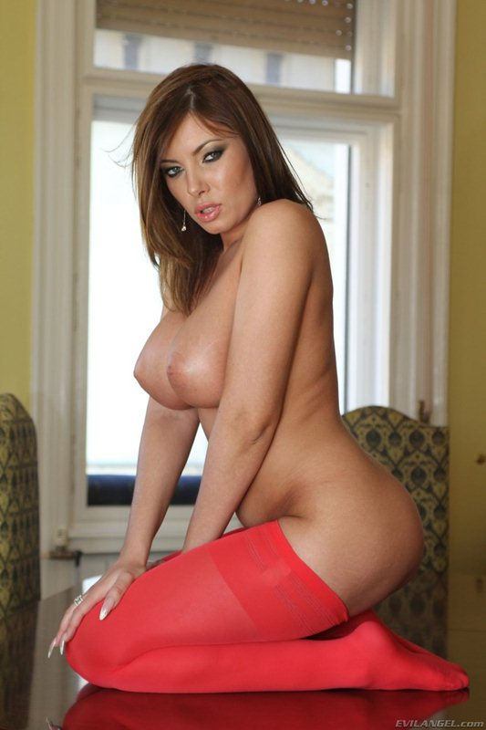 donna-bell-hot-in-red-kanoni-9