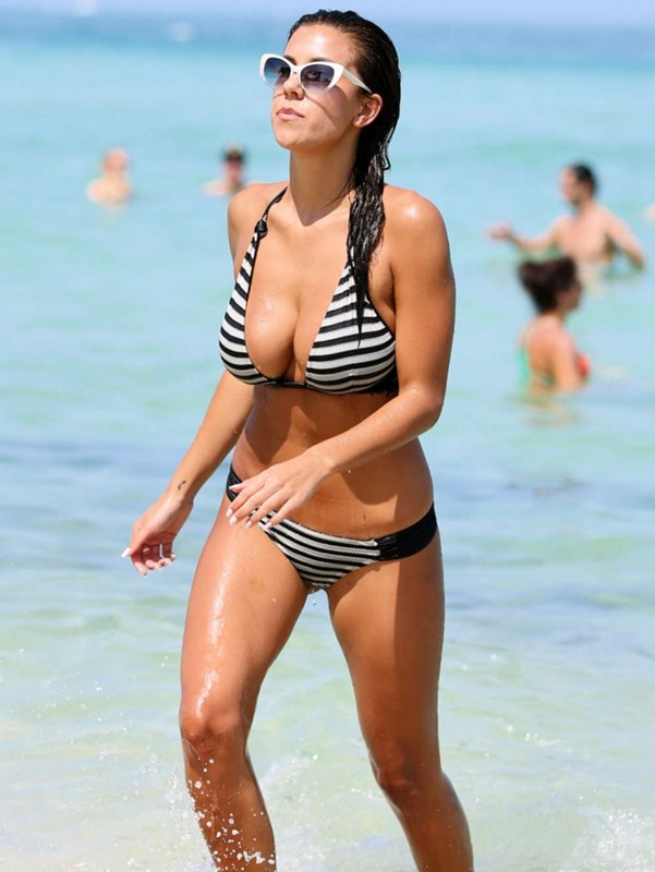 Devin-Brugman-in-Black-and-White-Bikini-in-Miami-Kanoni-4