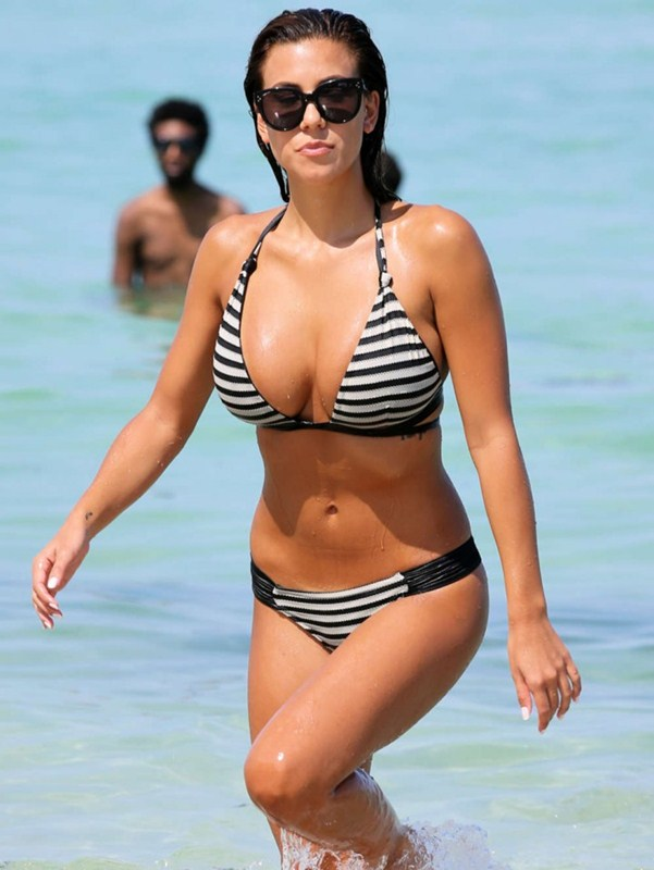 Devin-Brugman-in-Black-and-White-Bikini-in-Miami-Kanoni-6