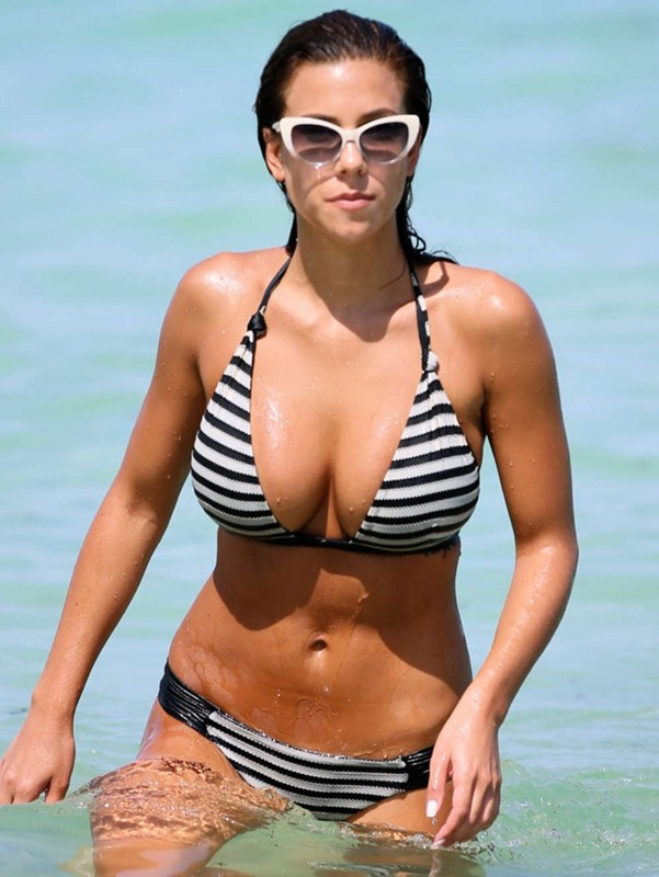 Devin-Brugman-in-Black-and-White-Bikini-in-Miami-Kanoni-7