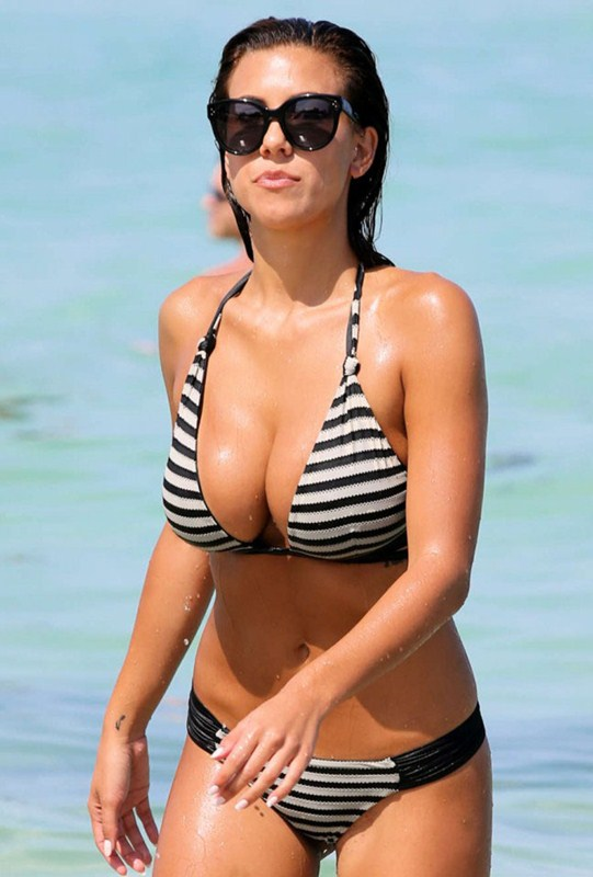Devin-Brugman-in-Black-and-White-Bikini-in-Miami-Kanoni-8