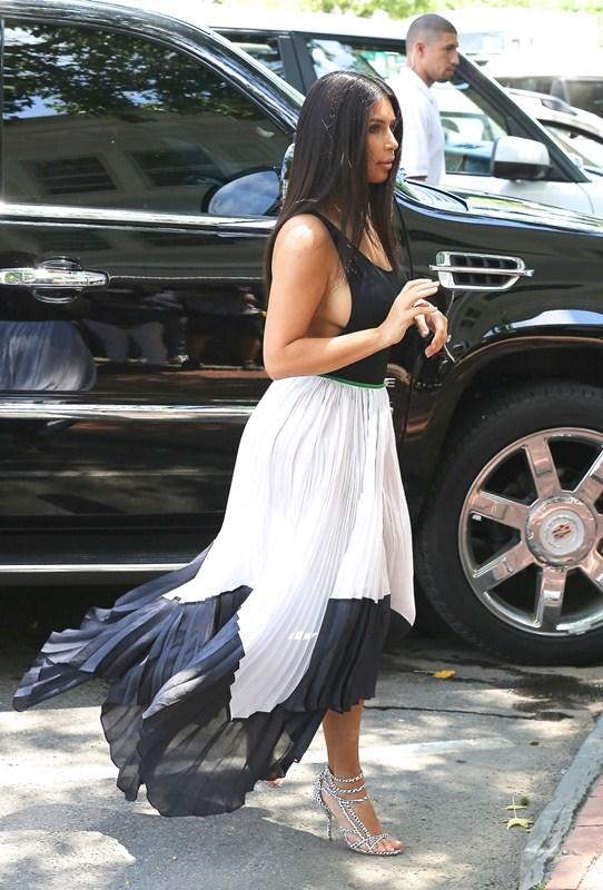 Kim Kardashian showing massive sideboob during lunch with Kourtney