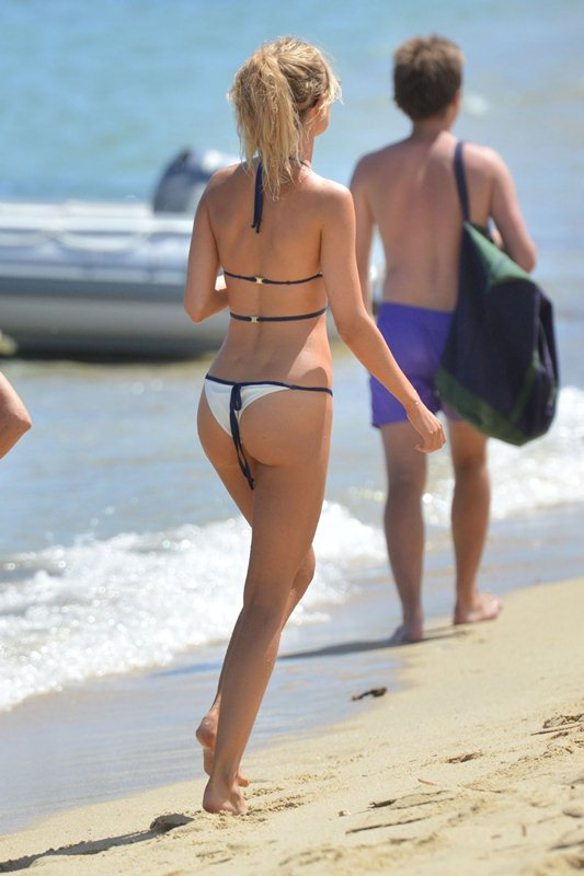 kimberley-garner-in-bikini-at-a-beach-in-st.-tropez-kanoni-2