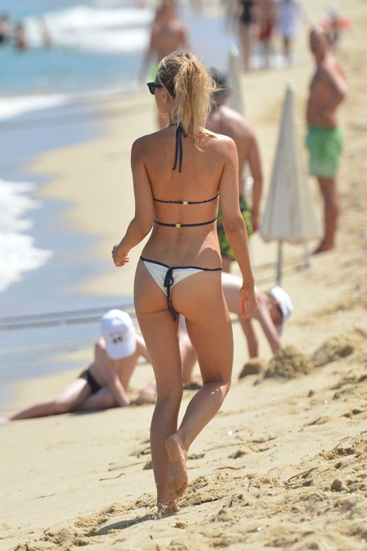 kimberley-garner-in-bikini-at-a-beach-in-st.-tropez-kanoni-3
