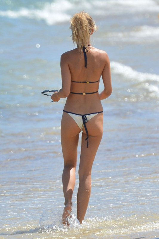 kimberley-garner-in-bikini-at-a-beach-in-st.-tropez-kanoni-8