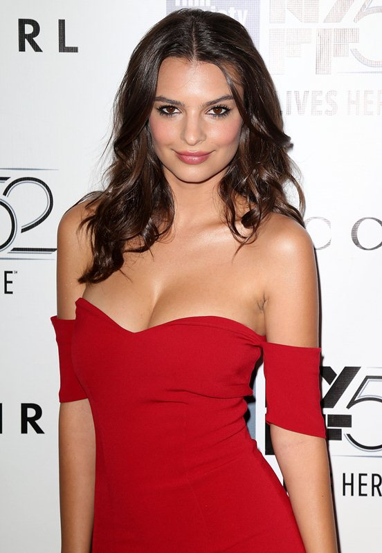 Emily-Ratajkowski-cleavage-Gone-Girl-premiere-New-York-Kanoni-4
