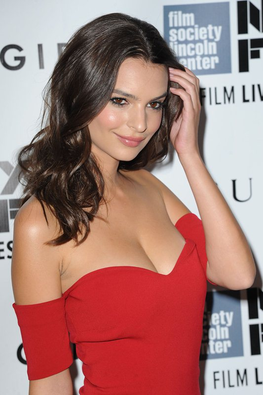 Emily-Ratajkowski-cleavage-Gone-Girl-premiere-New-York-Kanoni-6