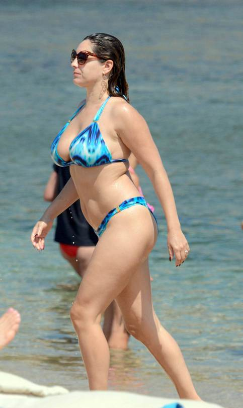 Kelly-Brook-Bikini-Candids-Mykonos-Greece-Kanoni-3