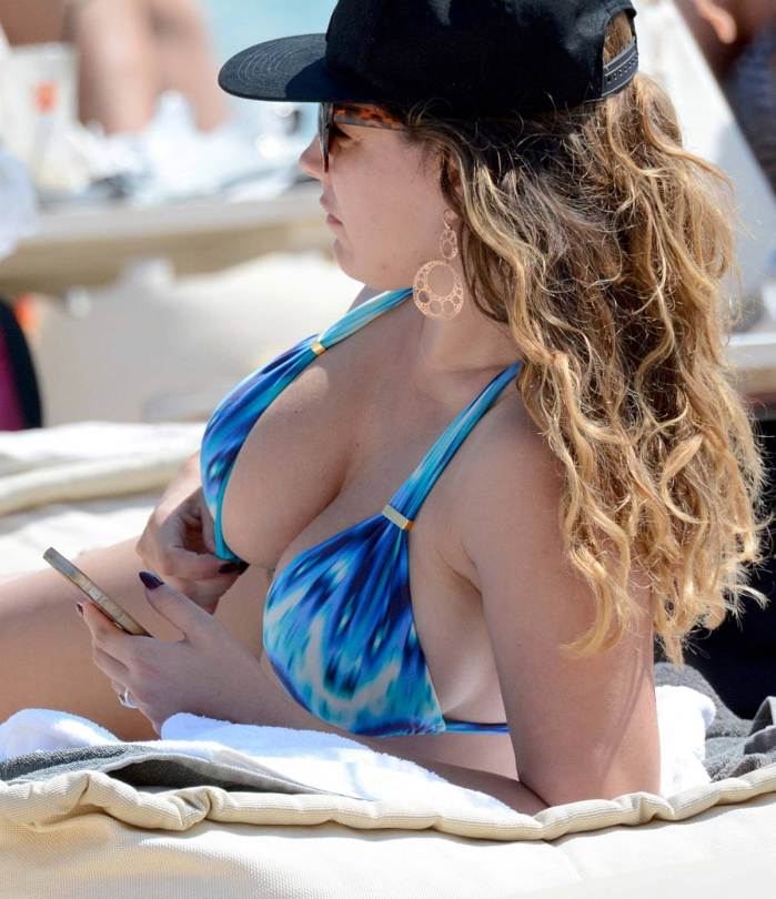 Kelly-Brook-Bikini-Candids-Mykonos-Greece-Kanoni-6
