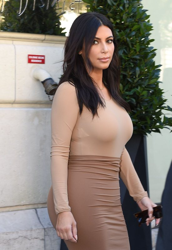 Kim Kardashian seen leaving her hotel in paris and going for lunch at L'Avenue Restaurant
