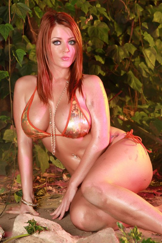 Sophie-Dee-Hot-in-the-Jungle-Kanoni-2