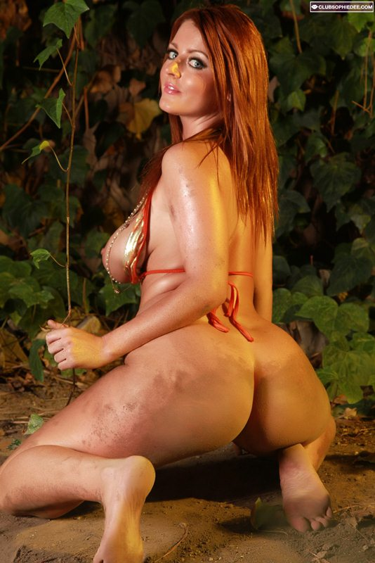 Sophie-Dee-Hot-in-the-Jungle-Kanoni-7