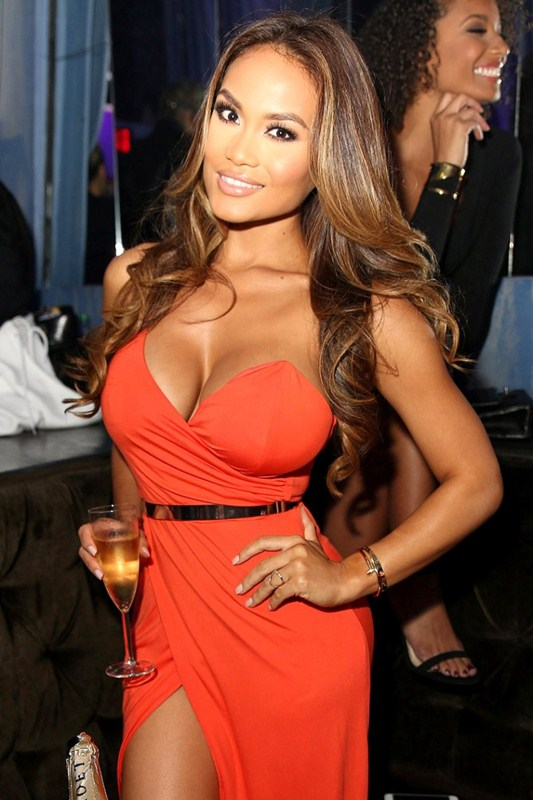 Daphne-Joy-Wears-A-Cleavy-Dress-While-Hosting-At-The-Cosmo-Hollywood-Kanoni-1