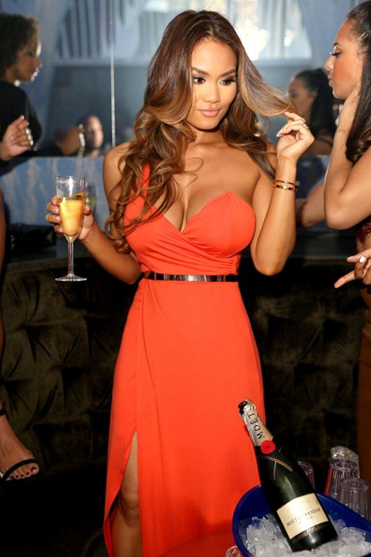 Daphne-Joy-Wears-A-Cleavy-Dress-While-Hosting-At-The-Cosmo-Hollywood-Kanoni-3