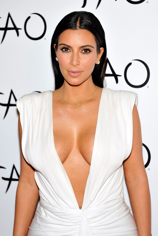 Kim-Kardashian-cleavage-birthday-party-Tao-Nightclub-Vegas-Kanoni-1