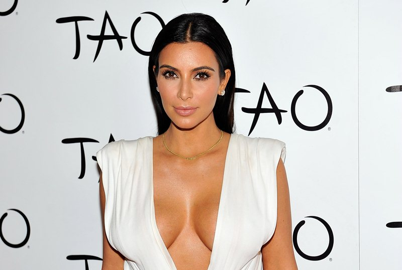 Kim-Kardashian-cleavage-birthday-party-Tao-Nightclub-Vegas-Kanoni-8