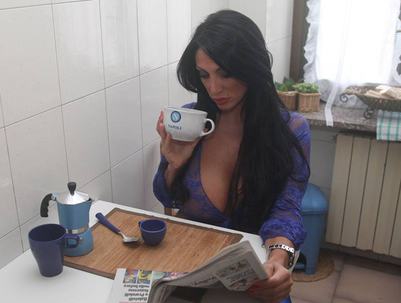 Marika-Fruscio-drinking-Coffee-Big-Boobs-Kanoni-3