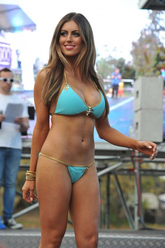 Miss-V8-Supercar-Bikini-Competition-2014-Kanoni-2