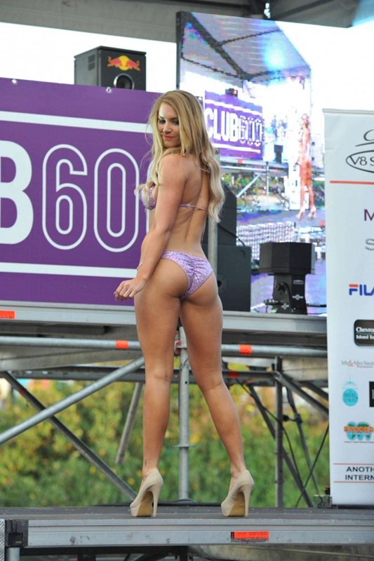 Miss-V8-Supercar-Bikini-Competition-2014-Kanoni-4
