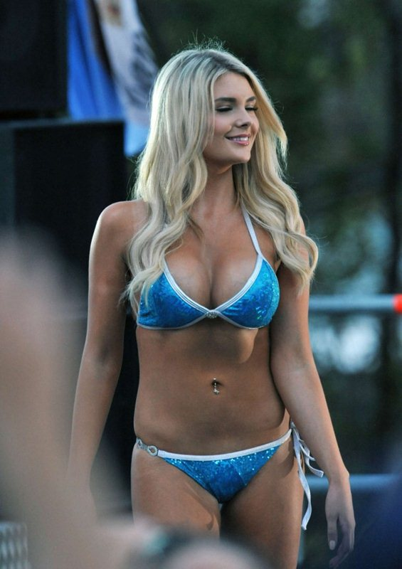 Miss-V8-Supercar-Bikini-Competition-2014-Kanoni-5