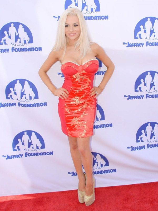 courtney-stodden-jeffrey-foundations-event-los-angeles-kanoni-8