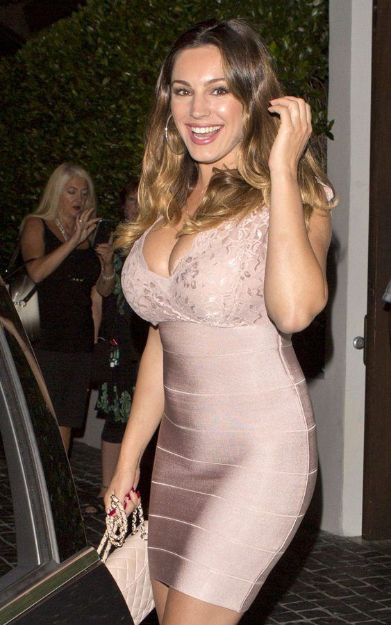 kelly-brook-arrives-at-cecconi-s-in-west-hollywood-kanoni-5