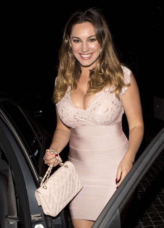 kelly-brook-arrives-at-cecconi-s-in-west-hollywood-kanoni-7