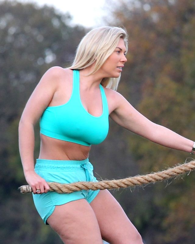 Frankie-Essex-Work-Out-Park-Essex-Kanoni-6
