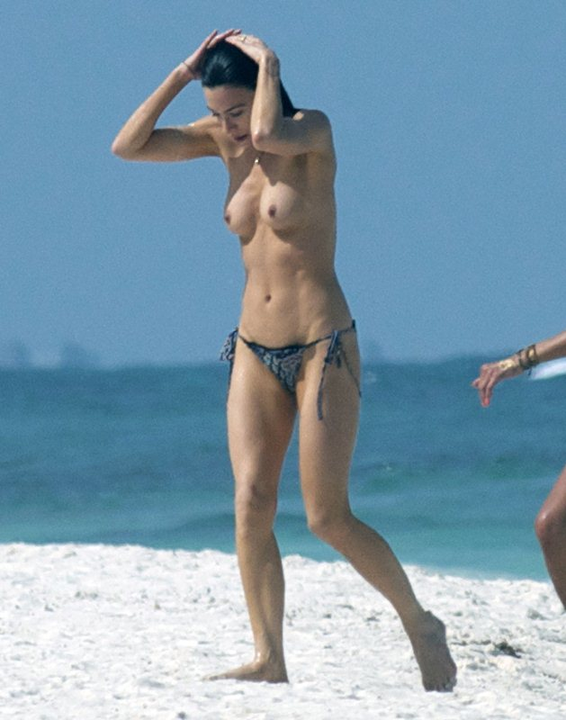 Jaime-Murray-Topless-Mexico-Kanoni-3