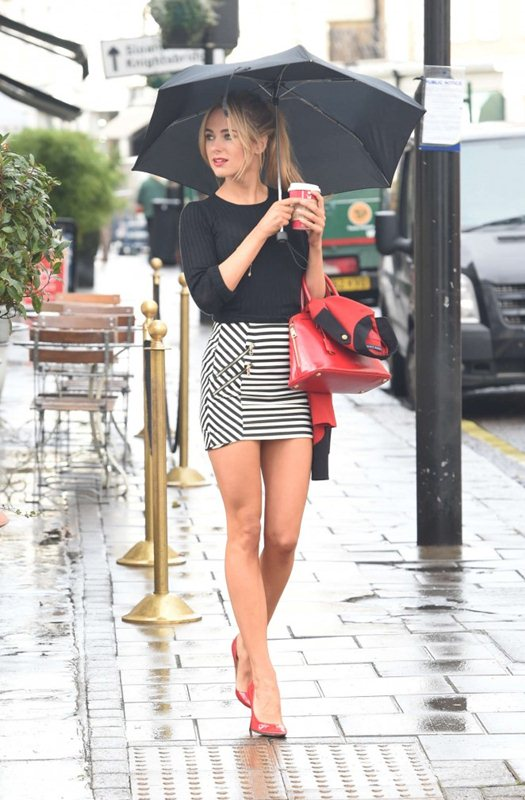 Kimberley-Garner-in-Tight-Mini-Skirt-out-about-chelsea-kanoni-7