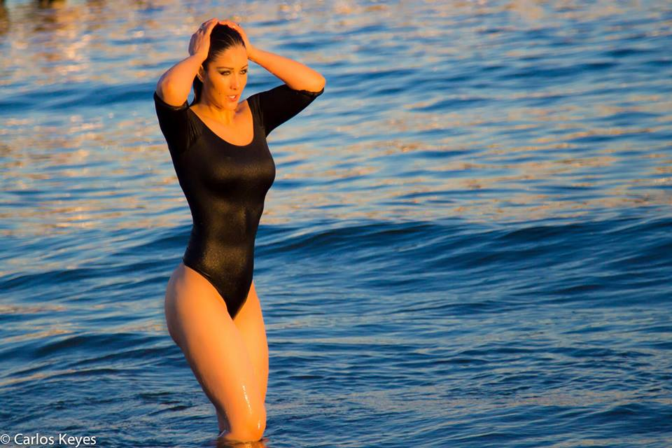 Nana-Gouvea-Black-Swimsuit-New-York-Beach-Kanoni-9