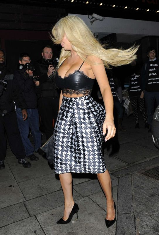 Nicola-McLean-Busty-Now-Christmas-Party-2014-London-Kanoni-7