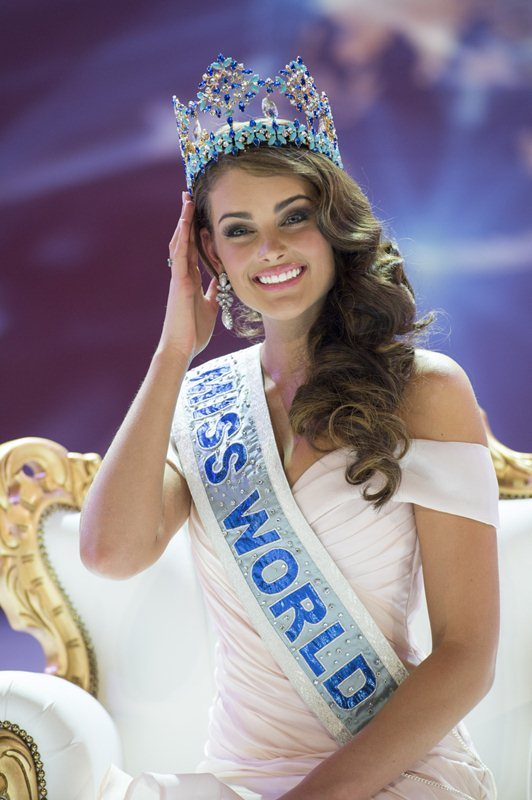 Miss South Africa Rolene Strauss is crowned Miss World during the grand final of the Miss World 2014 pageant at the Excel London ICC Auditorium in London