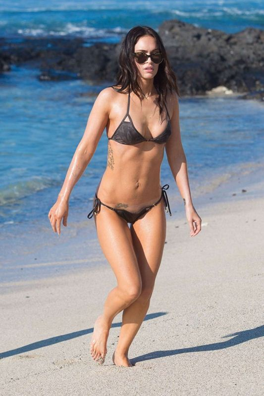 Megan-Fox-in-Bikini-Hawaii-Kanoni-8