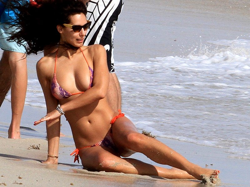 Raffaella Modugno takes a dip in the ocean in Miami Beach