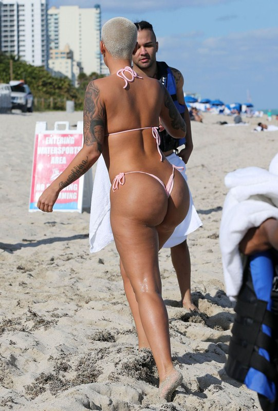 amber-rose-jet-skiing-in-bikini-at-a-beach-in-miami-kanoni-1