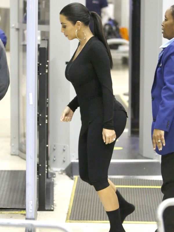 kim-kardashian-huge-ass-tits-body-scan-airport-kanoni-3