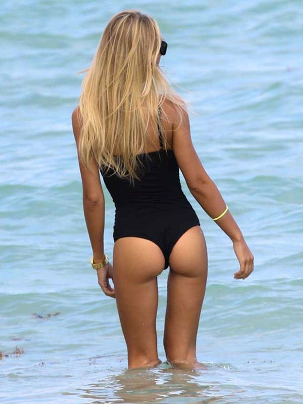 laura-cremaschi-black-swimsuit-miami-beach-kanoni-3
