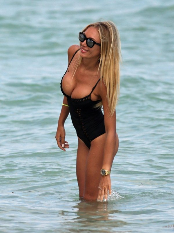 laura-cremaschi-black-swimsuit-miami-beach-kanoni-8