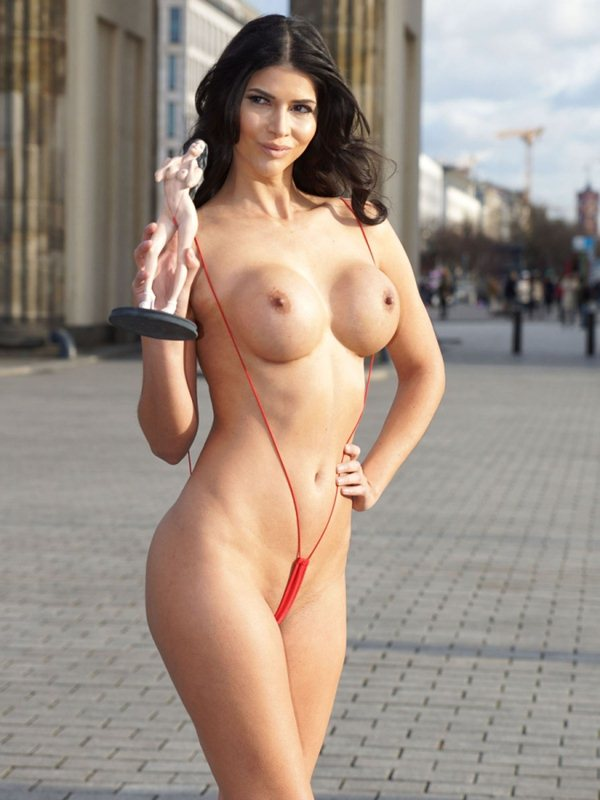 micaela-schafer-topless-thong-berlin-i-m-a-celebrity-get-me-out-of-here-kanoni-1