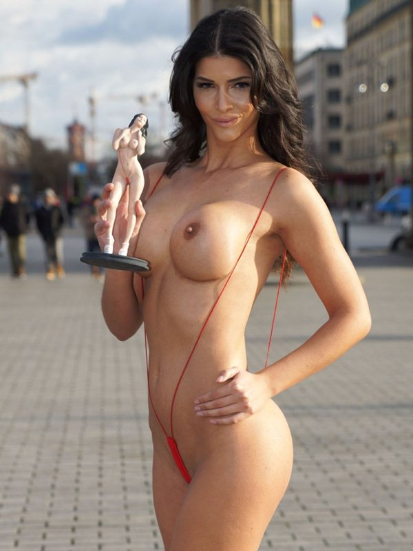 micaela-schafer-topless-thong-berlin-i-m-a-celebrity-get-me-out-of-here-kanoni-2