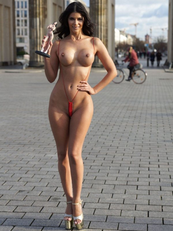 micaela-schafer-topless-thong-berlin-i-m-a-celebrity-get-me-out-of-here-kanoni-4