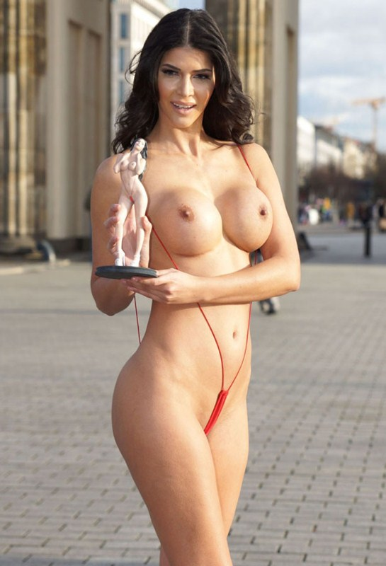 micaela-schafer-topless-thong-berlin-i-m-a-celebrity-get-me-out-of-here-kanoni-6