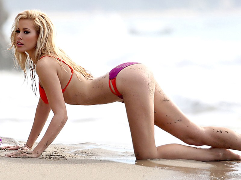 Kennedy Summers Shows Off Her Bikini Body For A 138 Water Shoot