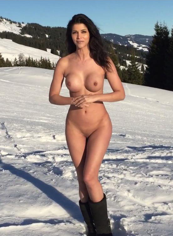 Th Micaela Schaefer Nude On The Snow Kanoni